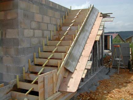 Tag escalier coul en place for Beton coule en place